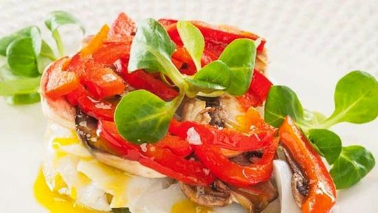 Ensalada de bacalao y verduras templadas
