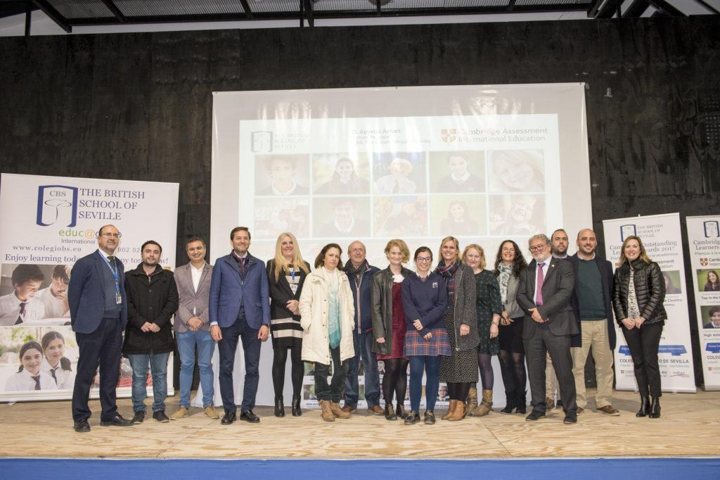 Carmen Barroso en Celebration of Achievement junto a profesores, familia y Representantes del Ayuntamiento y de Cambridge